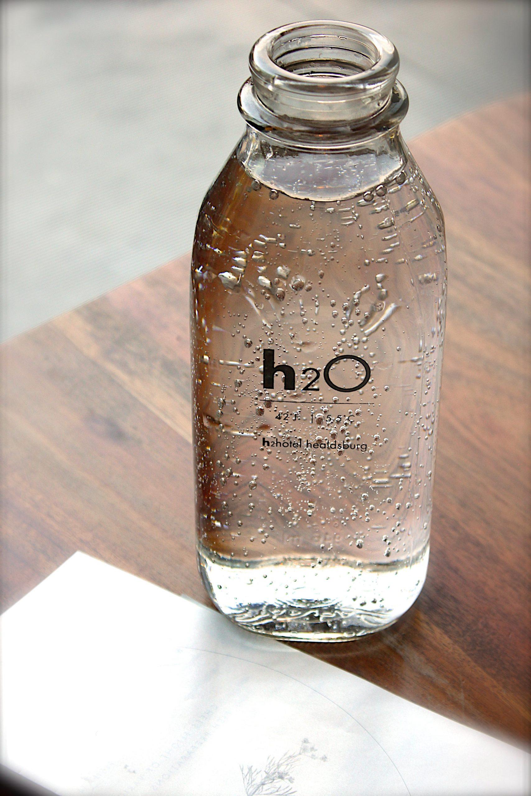 Flasche gefüllt mit Leitungswasser